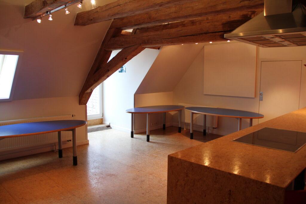 Aufenthaltsbereich Rote Küche Dachgeschoss Schloss Ebersberg